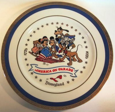 America on Parade plate, featuring Minnie as Betsy Ross