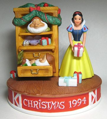 'Christmas Dreams' - Grolier Christmas 1994 figure