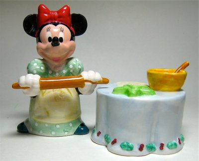 Minnie Mouse Baking With Rolling Pin Salt And Pepper