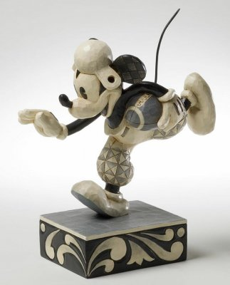 'Go For The Touch Down' - Mickey Mouse footballer figurine (Jim Shore Disney Traditions)
