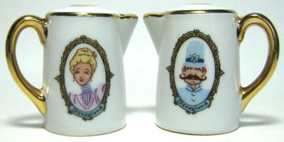 Disneyland teapots salt and pepper shaker set
