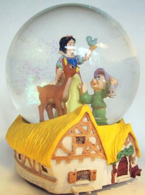 Snow White and Dopey musical snowglobe