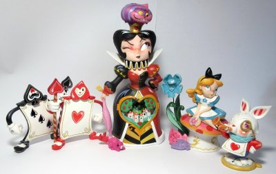 Set of five figurines from Disney's 'Alice in Wonderland' (Miss Mindy) (NO BACKDROP INCLUDED)