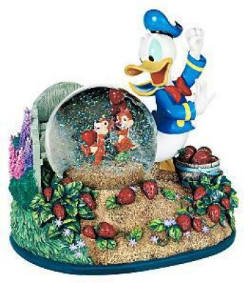 Donald Duck with Chip 'N Dale musical snowglobe