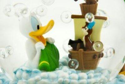 Znalezione obrazy dla zapytania donald duck bath snow globe